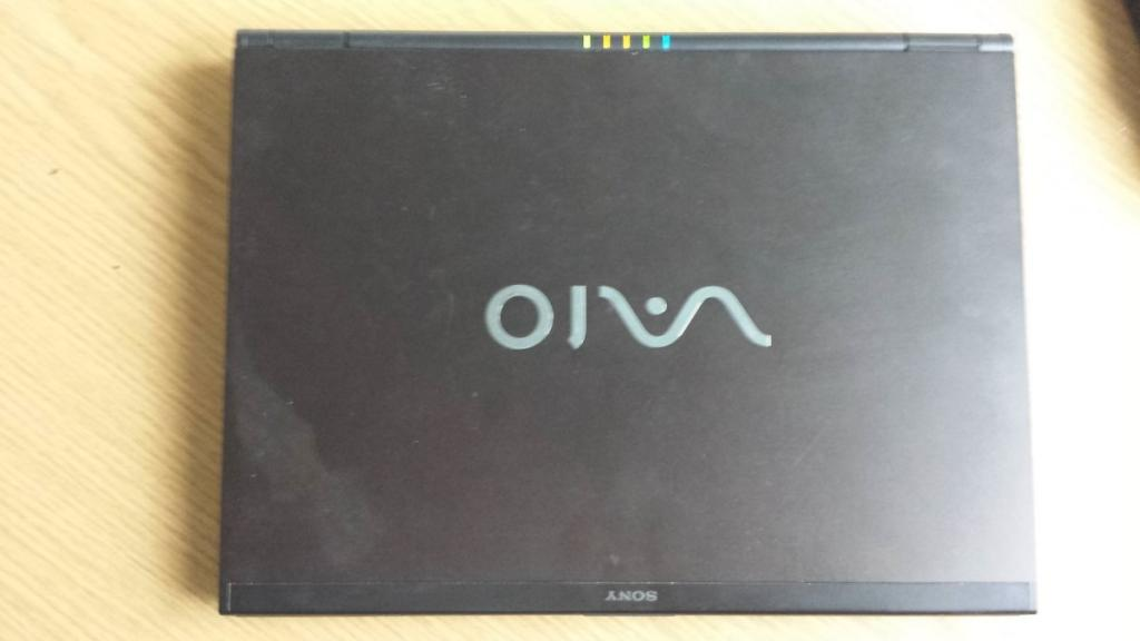 "Sony VGN-SZ6RVN 13"" WXGA / Intel 2.5GHz 4GB 500GB GeForce"